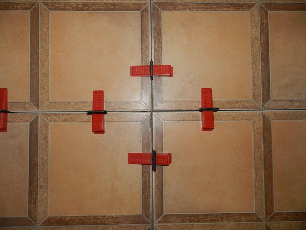 Nivelator za keramičke pločice